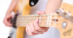 A posição do polegar e dos outros dedos deve ser observada para evitar problemas como tendinite