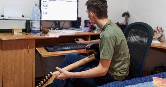 Aula de guitarra online é possível aprender de verdade